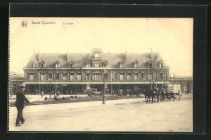 AK Saint-Quentin, La gare, Partie am Bahnhof mit Pferdekutschen