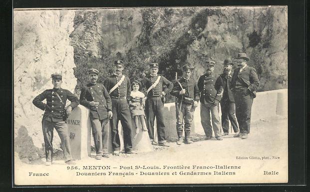 AK Menton, Pont St-Louis, Frontiere Franco-Italienne, Douaniers Francais, Douaniers et Gendarmes Italiens 0