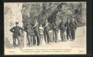 AK Menton, Pont St-Louis, Frontiere Franco-Italienne, Douaniers Francais, Douaniers et Gendarmes Italiens