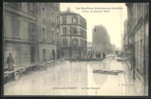 AK Levallois-Perret, La Rue Raspail, Hochwasser 1910