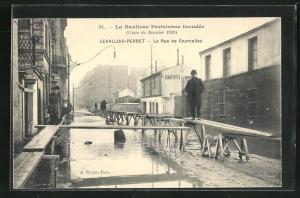 AK Levallois-Perret, La Rue de Courcelles, Hochwasser 1910