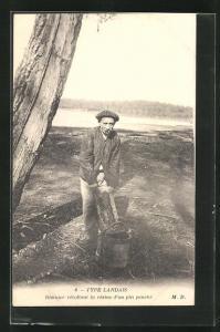 AK Type Landais-Rèsinier rècoltant la rèsine d` un pin penchè, Forstwirtschaft