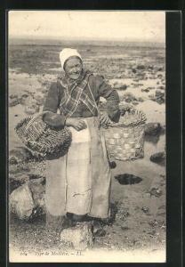 AK Muschelfischerin mit Körben am Strand, Type de Moulière