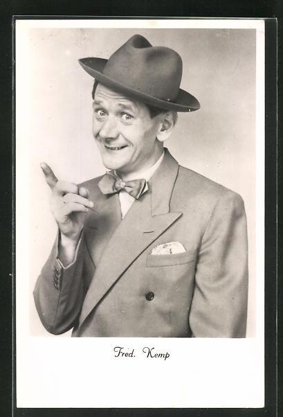 AK Komiker Fred Kemp hebt mahnend den Zeigefinger 0