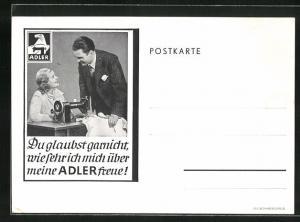 AK Mann spricht mit der Frau an der Adler-Nähmaschine, Reklame