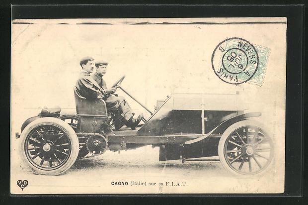 AK Cagno, Männer in einem Fiat-Auto vor einem Autorennen 0