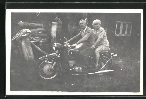Foto-AK Paar auf Motorrad BMW R 69 S 0