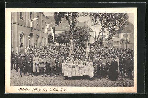 AK Rülzheim, Königintag 15. Oktober 1914, Versammlung vor dem Rathaus 0