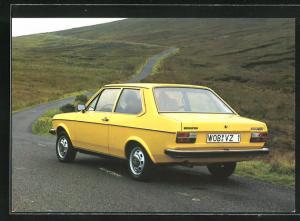 AK VW-Derby, de nieuwe VW met de verrassende achterkant, gelber Volkswagen-Derby auf der Landstrasse