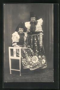 AK zwei Damen in Tracht Schaumburg-Lippe