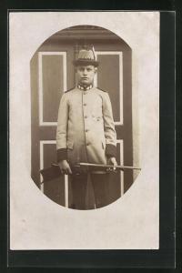 Foto-AK junger Jäger in Dienstkleidung mit Gewehr