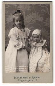 Fotografie Taggeselle & Ranft, Dresden-Striesen, Niedliches Geschwisterpaar in modischen Kleidern