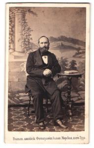 Fotografie Phot. Anglaise, St. Petersbourg, Portrait Herr mit Halskreuz vom Orden der Heiligen Anna, At. Anna-Orden