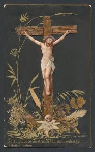 Heiligenbild Jesus am Kreuz über echten Trockenblumen, Schädel über Edelweiss