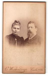 Fotografie Carl Westendorp, Coeln, Portrait bürgerliches Paar in hübscher Kleidung