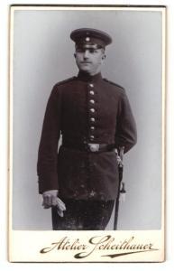 Fotografie Erich Scheithauer, Zwickau i. S., Soldat mit Mütze und Dolch