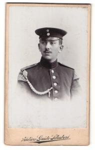 Fotografie Guido Schubert, Dresden, Soldat mit Mütze und Achselschnurr