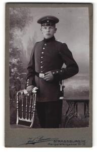 Fotografie Jul. Sievers, Strassburg i. E, junger Soldat mit Mütze
