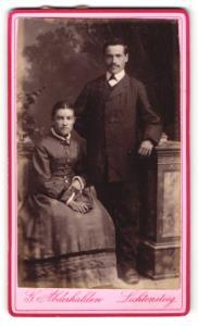 Fotografie G. Abderhalden, Lichtensteig, junges Paar in zeitgenössischer Kleidung