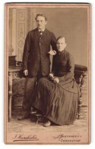 Fotografie J. Heimhuber, Sonthofen, Paar in zeitgenössischer Kleidung