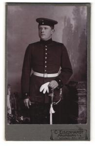 Fotografie C. Eisenhardt, Naumburg a / S., Portrait Sodat in Uniform mit Handschuhen