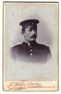 Fotografie F. Heiler Nachfolger, Osnabrück, Portrait Soldat in Uniform mit Schirmmütze