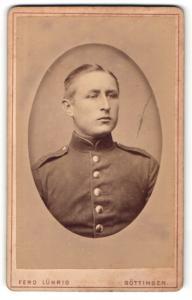 Fotografie Ferd. Lührig, Göttingen, Portrait Soldat in Uniform