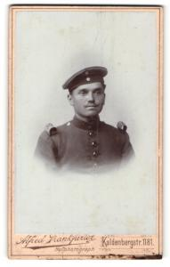 Fotografie Alfred Frankfurter, Wesel, Portrait Soldat in Uniform