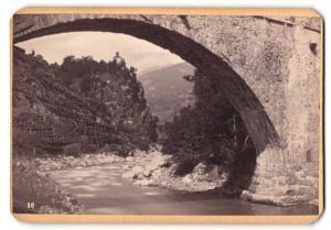Fotografie Peter Moosbrugger, Meran, Ansicht Meran, Blick durch Steinbgrücke auf Burg