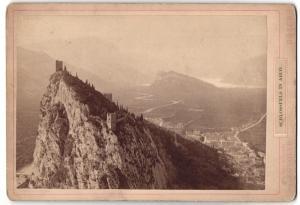 Fotografie J. Gugler, Bozen, Ansicht Arco, Schlossfels