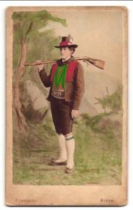 Fotografie F. Largajoli, Meran, Portrait Meraner Jäger in Tracht, koloriert