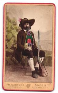 Fotografie Fr. Dantone, Bozen, Portrait Bozener Jäger in Tracht, koloriert