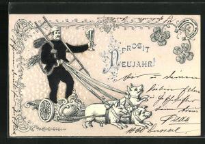 Präge-Lithographie Schornsteinfeger auf Streitwagen mit Schweinegeschirr und Sektglas, Kleeblätter, Hufeisen