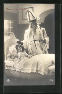 AK Nikolaus mit Hut und Stab an Kinderbett