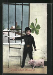 AK Schornsteinfeger Junge mit Schwein, Leiter und Kleeblatt vor vergittertem Fenster