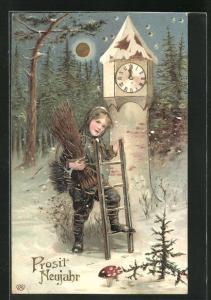 Präge-AK Schornsteinfeger Junge schaut verträumt, Turmuhr steht auf 12, winterliche Landschaft