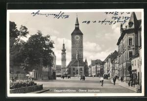 AK Deggendorf / Donau, Oberer Stadtplatz mit Häuserzeilen und Kirche
