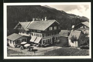 AK Einödsbach, Blick auf den Gasthof und Berge mit Wald