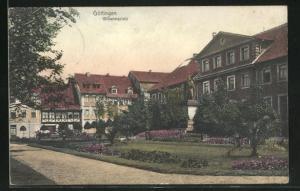 AK Göttingen, Wilhelmplatz mit Denkmal und Häuserfassaden
