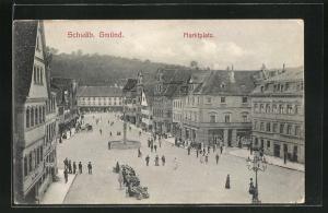 AK Schwäb. Gmünd, Marktplatz mit Brunnen und einzelnen Ständen, Häuser- und Geschäftsfassaden