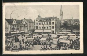 AK Gladbeck, Marktplatz mit Ständen und Blick auf Häuser und Kirchturm