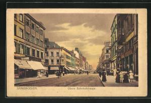 AK Saarbrücken, Obere Bahnhofstrasse mit Passanten