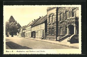AK Plau i. M., Marktplatz mit Rathaus und Kirche