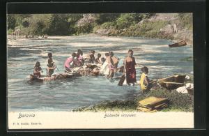 AK Indonesien, Batavia, Frauen im Fluss beim Baden, Badende vrouwen