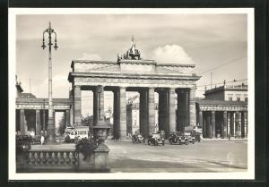 AK Berlin, Brandenburger Tor mit Autos