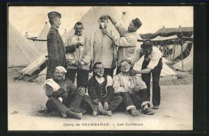 AK Chambaran, Les Coiffeurs, Friseure bei der Rasur