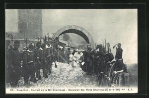AK Dauphiné, Couvent de la Grande Chartreuse, Expulsion des Pères Chartreux 29 avril 1903
