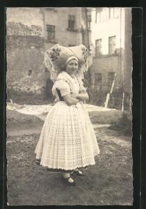 Foto-AK Junge hübsche Frau in Spreewälder Tracht
