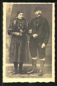 AK thüringisches Paar in Tracht