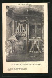 AK Beurtia en exploitation, Arrivée d`une Cage, Bergmann fährt die Lore in den Aufzug